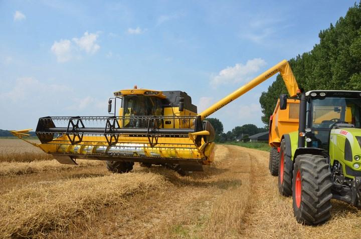 8c0319c55fe Met deze tweede serie van 1 augustus gaan we even een maand terug in de  tijd. In de Brabantse Biesbosch zien we allerlei nieuwe en oude machines in  actie.